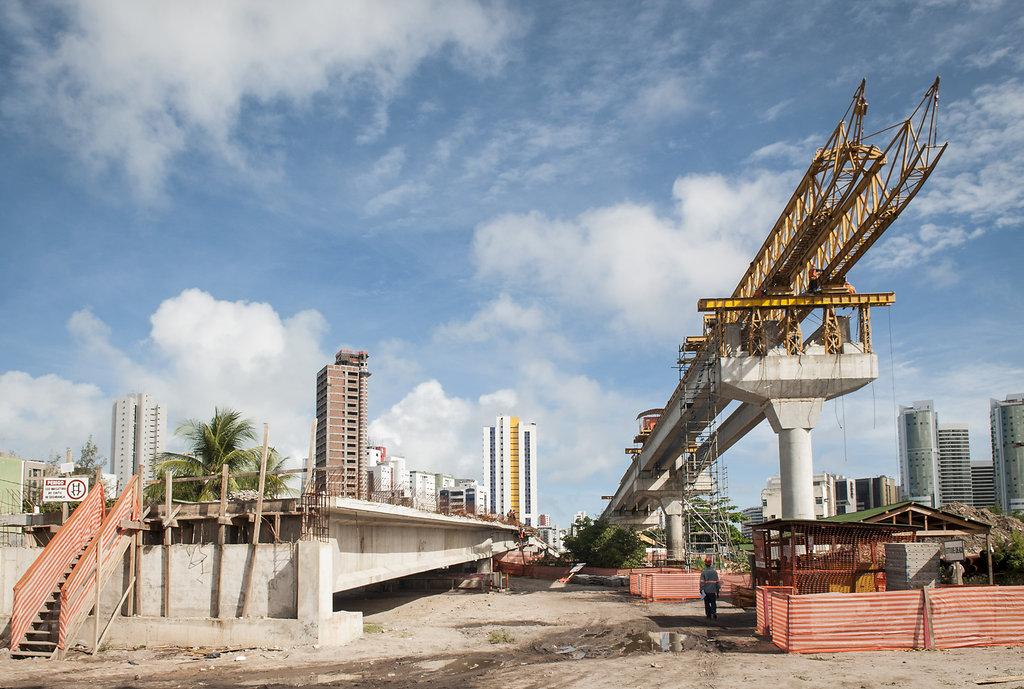 Construção da Via Mangue. Recife, PE.