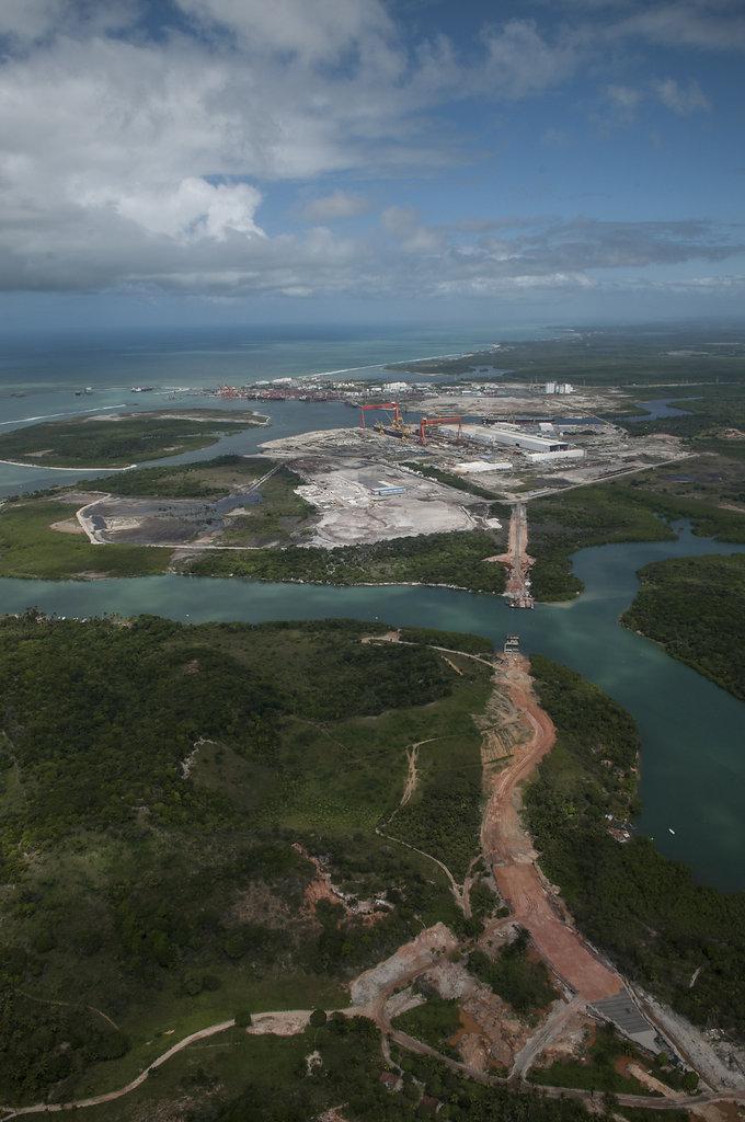 Construção de estradas no Complexo Portuário de Suape. PE.